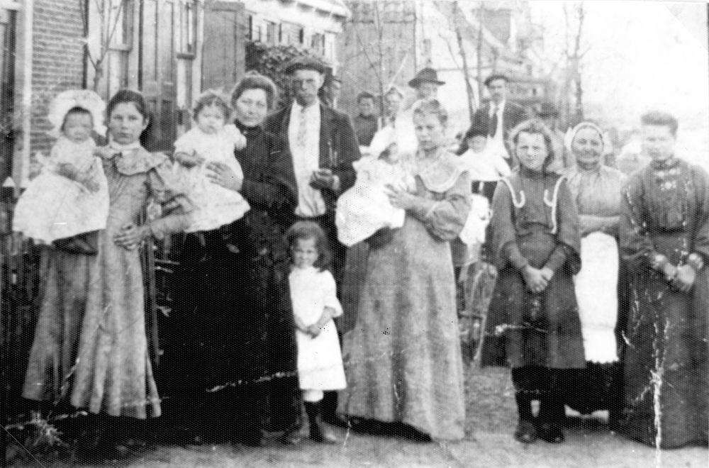 <b>ZOEKPLAATJE:</b>Onbekend Moeders met Babys Zwanenburgerdijk 1908