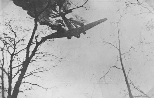WO II 194005 Neerstortende Junckers JU-52 uit Fotoalbum Piet Klaassen