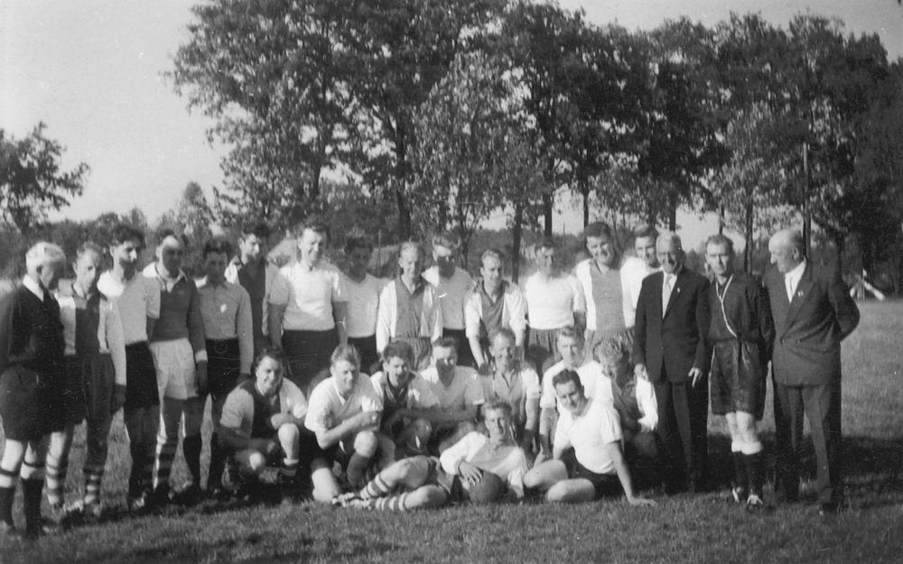 <b>ZOEKPLAATJE:</b>Voetbal VV Nieuw-Vennep 19__ 06