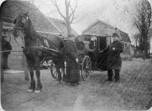 <b>ZOEKPLAATJE:</b>Onbekend Paard en Wagen op Boerenerf.jpg