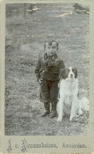 <b>ZOEKPLAATJE:</b>Onbekend Portret Adam Nieuwenhuizen 01 Jongen met Hond