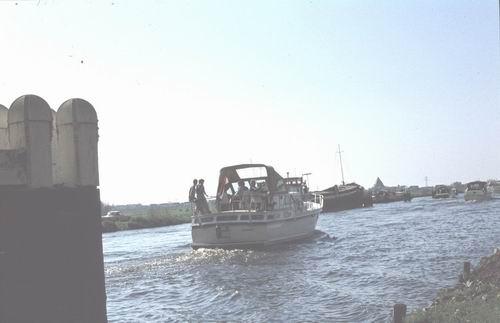 Lisserdijk 005_ 1978-79 Boten in Ringvaart bij Rijkswegbrug 03