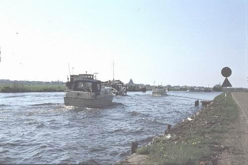 Lisserdijk 005_ 1978-79 Boten in Ringvaart bij Rijkswegbrug 02