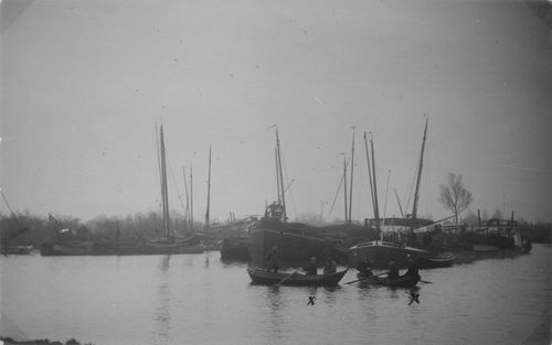 <b>ZOEKPLAATJE:</b>Bietenoogst 19__ Campagne CSM 1920 Ringvaart met Schuiten