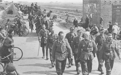 Schipholweg N 0400 1945 Uittocht der Edelgermanen