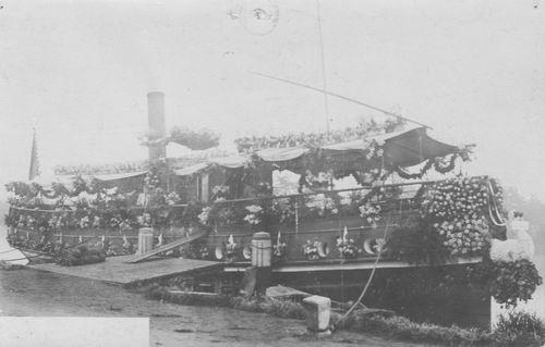 <b>ZOEKPLAATJE:</b>&nbsp;Onbekend Versierde Stoomboot