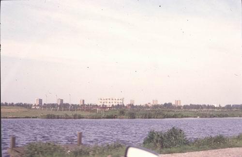 Akerdijk 0018± Overzijde 1978-79 Zicht op Osdorp Langswaterflats 01
