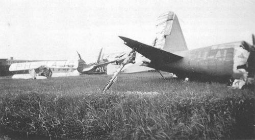 Schiphol 1940 Gebombardeerde DC2 uit Indieloods