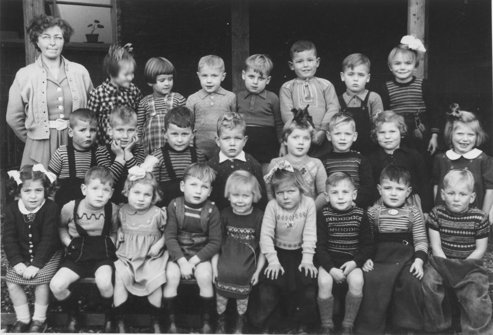 Openbare Kleuterchool Hoofddorp 1951-52 Klas met Juf Visser