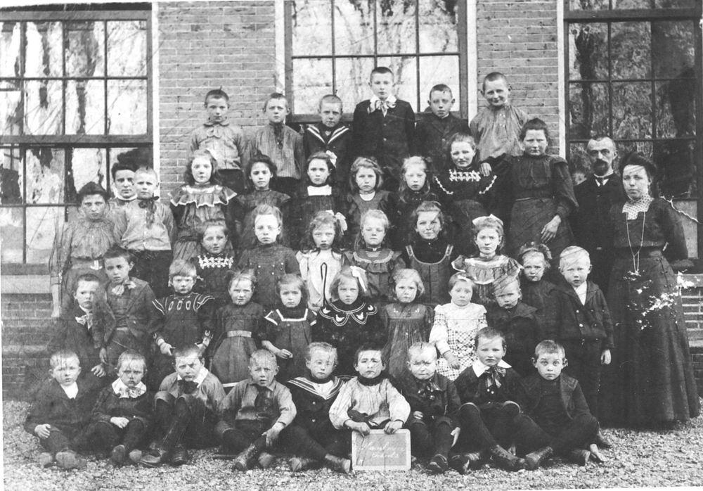 Openbare School 02 1910 met kinderen Koolhaas