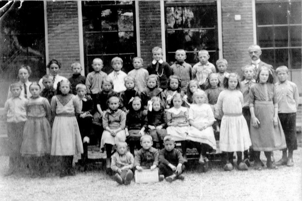 <b>ZOEKPLAATJE:</b>&nbsp;Openbare School 02 1915 Klas met Geertje Bom