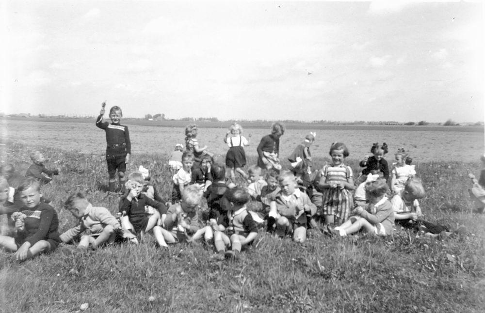 Openbare School 02 1951 op Grasveld