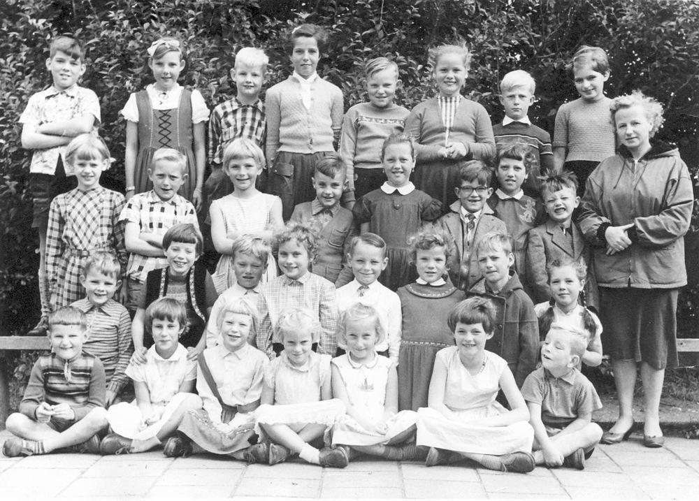 Openbare School 02 1958 Klas 2 met Juf Maarse