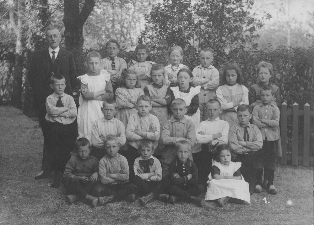 Openbare School 03 1921 Klas 1 met Mr Vallentgoed
