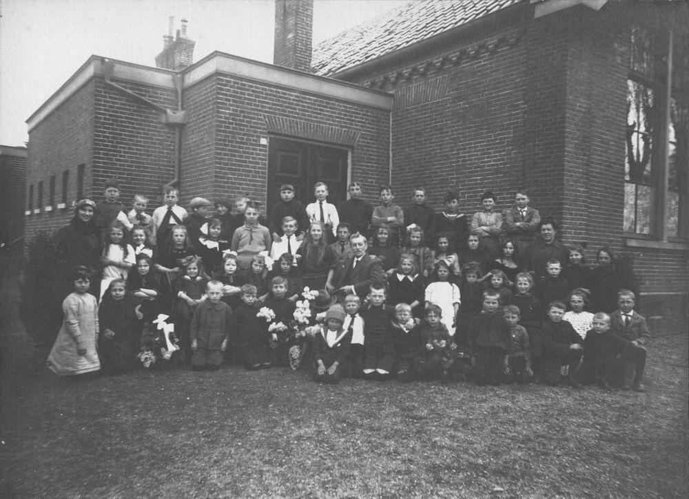 Openbare School 03 192 Schoolfoto met Mr Vallentgoed