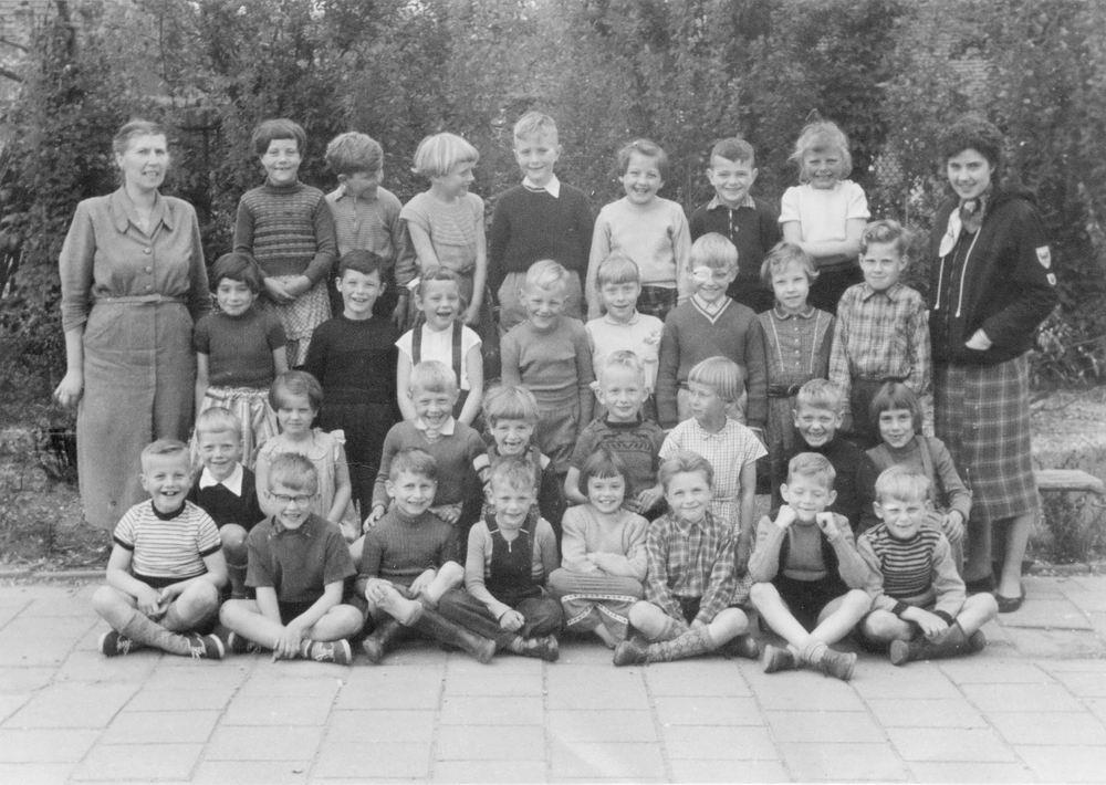 Openbare School 04 1955 Klas 2 met Juf Hoogland