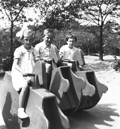 Openbare School 05 19__ Nieuw Vennep Schoolreisje Speeltuin 01