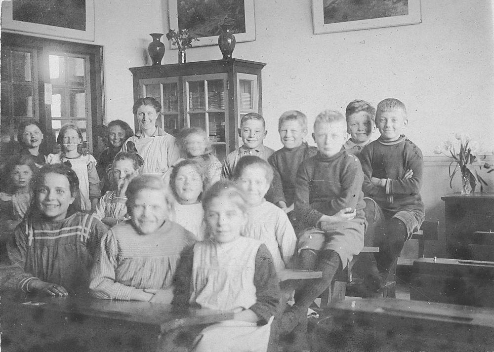<b>ZOEKPLAATJE:</b>Openbare School 08 1923 Zwaanshoek Klas 4