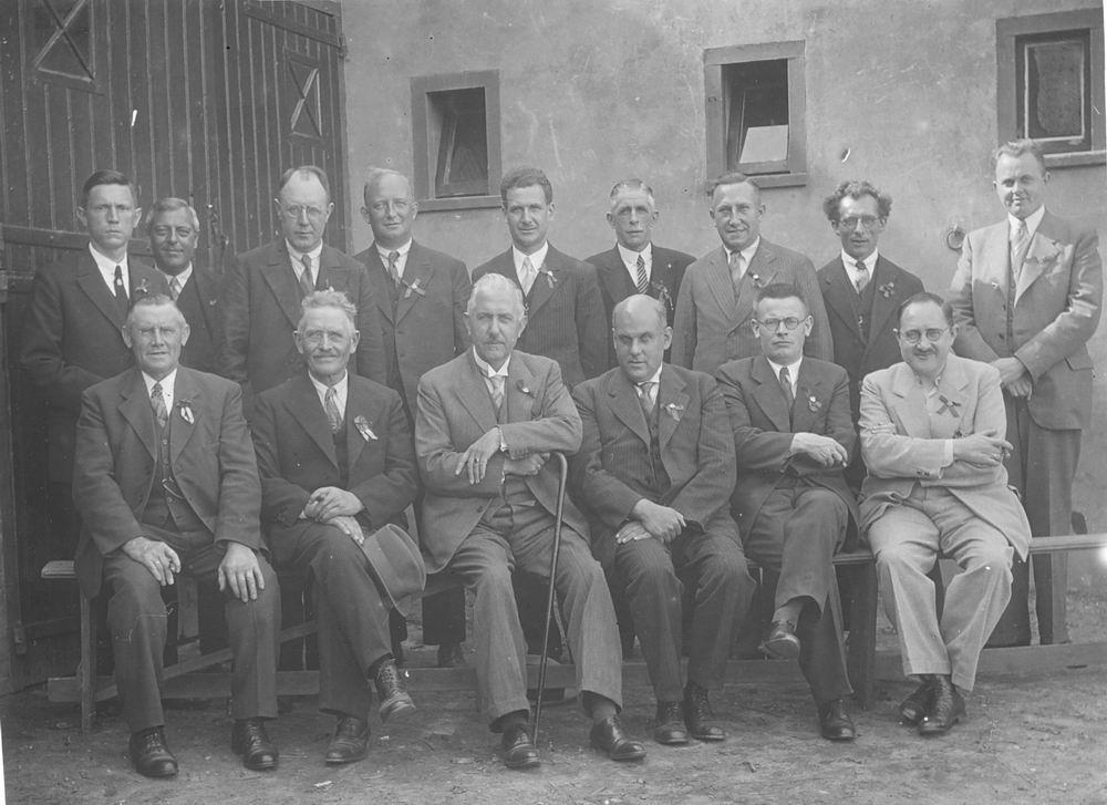 Oranjecomite Nieuw Vennep 1934 met oa Dokter Schreuder