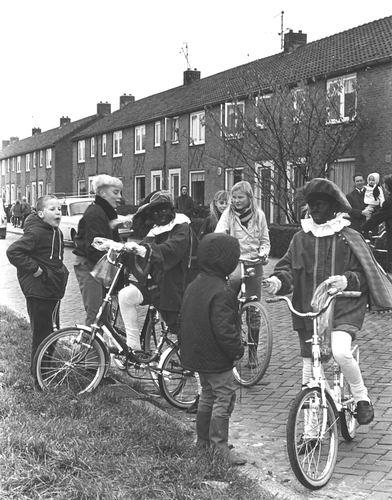 Oranjestraat 1969 bij Intocht Sinterklaas
