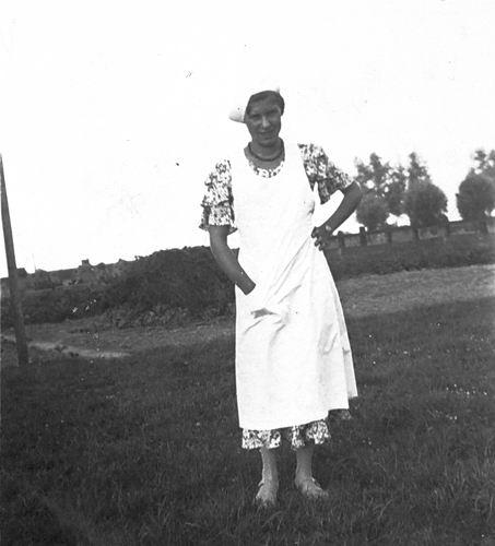 Oskam Arendina 1919 19__ op Erf als Verpleegster