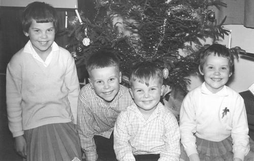 Oskam Arie 1922 19__ Kinderen bij Kerstboom