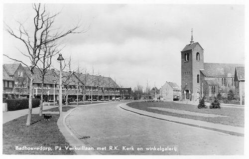 Pa Verkuyllaan 1953 Winkels en RK Kerk