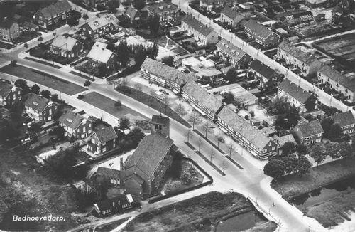 Pa Verkuyllaan 1957 Luchtfoto met RK Kerk 02