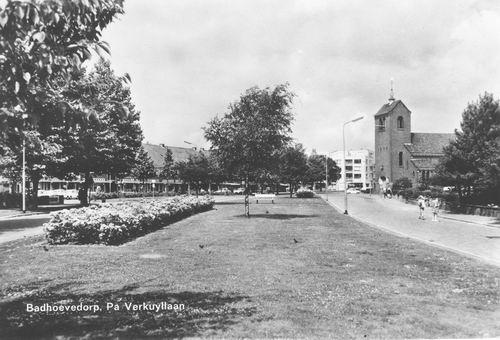Pa Verkuyllaan 1967 Zicht naar RK Kerk