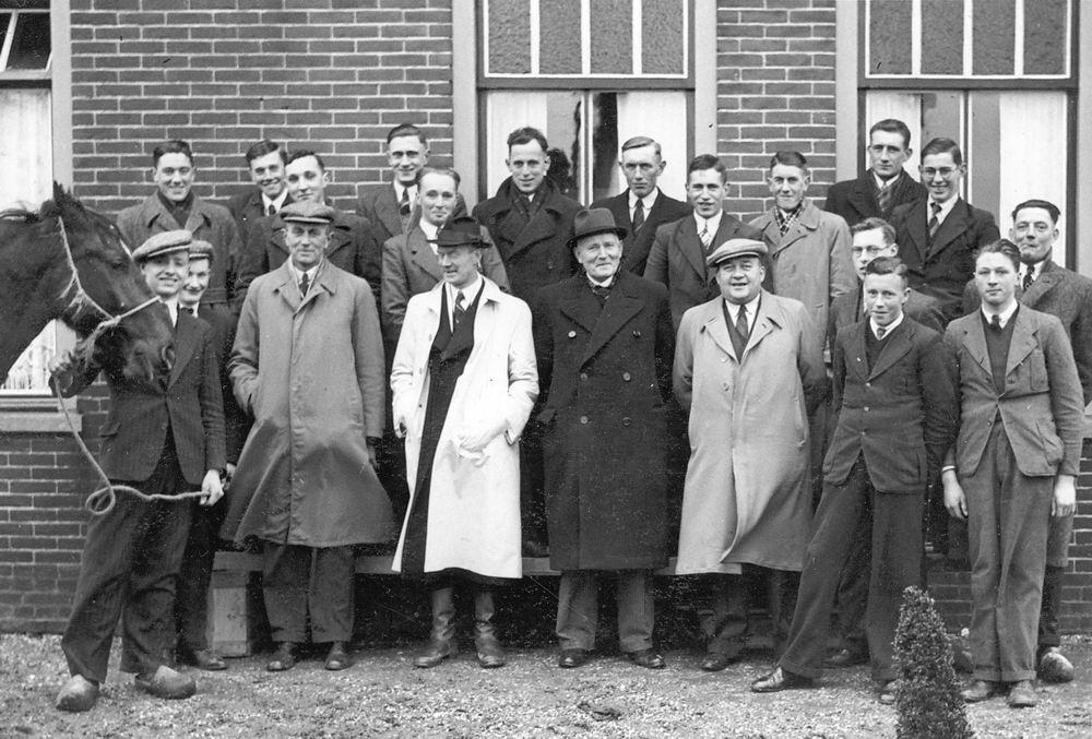 <b>ZOEKPLAATJE:</b>Paardenkennis Cursus 1940-41 met Dr Zuijdam