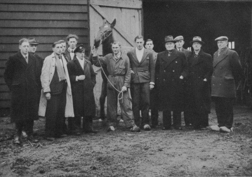 <b>ZOEKPLAATJE:</b>Paardenkennis Cursus 1947-48 met Dr Zuijdam