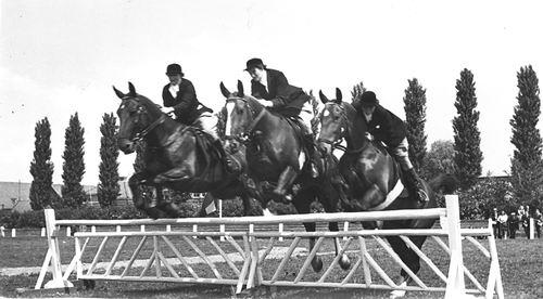 Paardenvereniging Venneper Ruiters 19__ 04 Springen