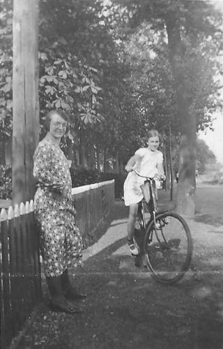 Pannekoek Guurtje 1924 1935 bij Tuinhek Aalsmeerderdijk 520 met Aaltje