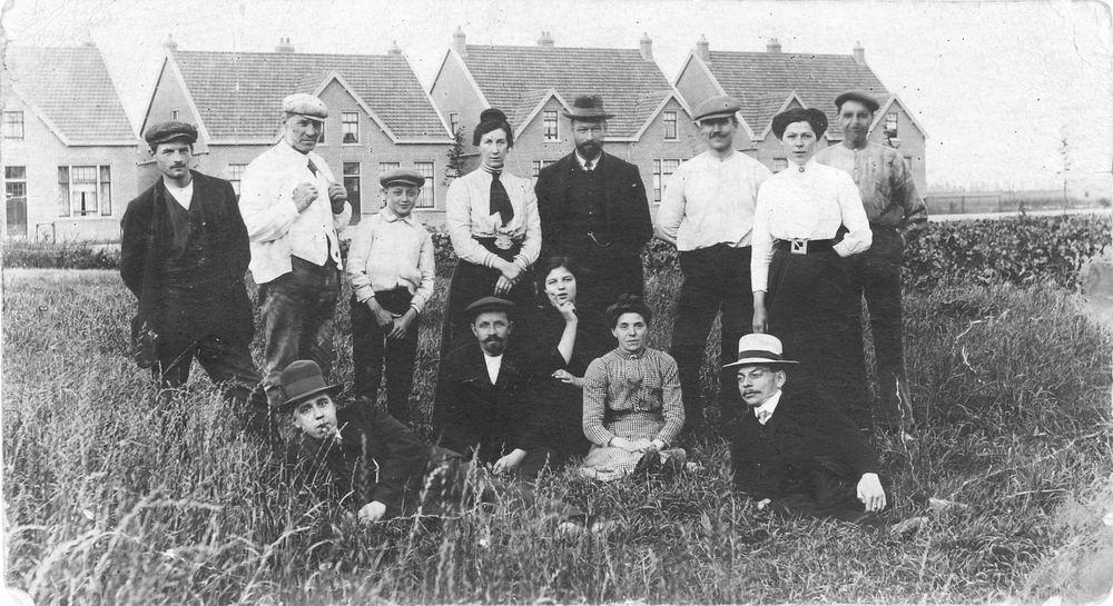 Parklaan N 0096- 1917- Familiefoto voor bouw Witte Kruis gebouw