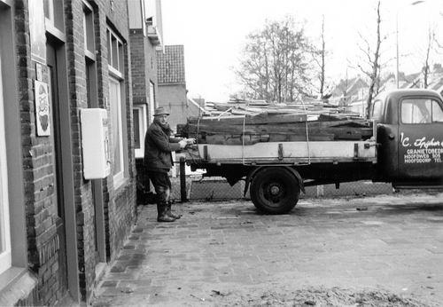 Parklaan Z 0067 1966 met Cor Spijker en zijn Vrachtwagen
