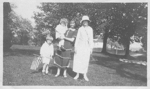 Pelt Cornelia Johanna v 1924 met familie in USA