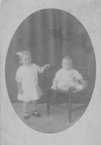 <b>ZOEKPLAATJE:</b>Pelt Fam v 19__ Onbekend 2 kinderen bij Fotograaf 057