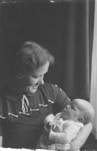 <b>ZOEKPLAATJE:</b>Pelt Fam v 19__ Onbekend Moeder met Baby 086