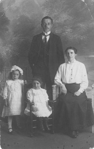 <b>ZOEKPLAATJE:</b>Pelt Fam v 19__ Onbekend USA Gezinsfoto 1917 047