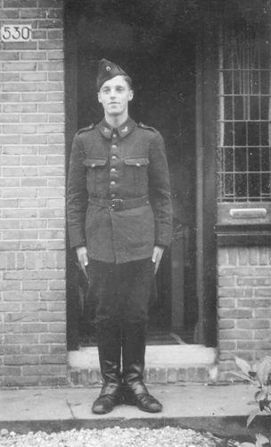 Philippo Ben 1943 als Militair 01