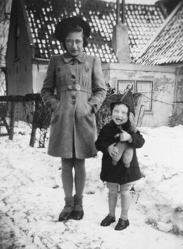Philippo Wilhelmina J 1929 193_ in de Sneeuw met Nan