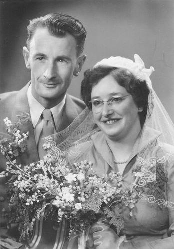Philippo Wilhelmina J 1929 1953 trouwt Arie in t Velt 01