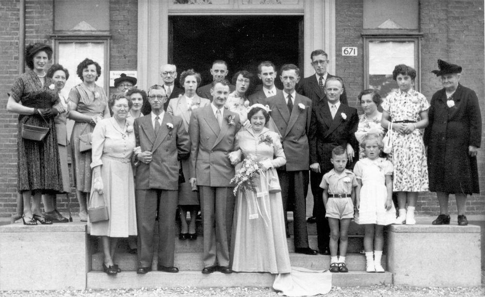 Philippo Wilhelmina J 1929 1953 trouwt Arie in t Velt 02