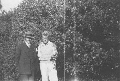 Pol Jan vd 1905 19__ met Onbekend met Hoed