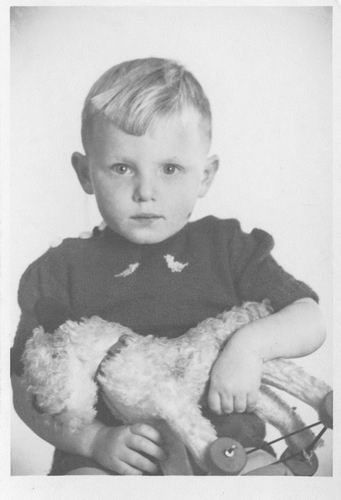 Pol Pieter Aart vd 1937 193_ bij de Fotograaf