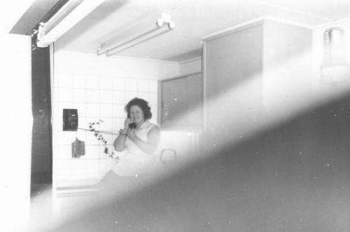 Pol Lenie vd 1940 19__ in Restaurant aan de Telefoon