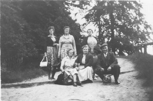 Pol - Slinger Lena vd 1914 1956 Uitje met mw Ritmeester ea 01