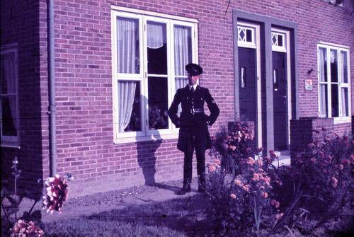 <b>ZOEKPLAATJE:</b>&nbsp;Prinses Beatrixplantsoen 0015 1949-50 Politieagent
