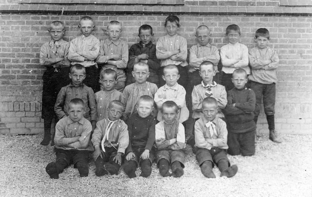 <b>ZOEKPLAATJE:</b>RK School Nieuw Vennep St Anthonius 191_ met Dirk de Vlieger