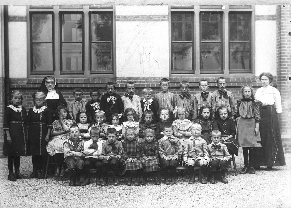 <b>ZOEKPLAATJE:</b>RK School Nieuw Vennep St Anthonius 191_ met Kinderen de Vlieger 01